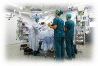 lekarze operujący na sali