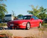 czerwony samochód marki ford