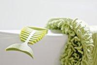 sprzęt do sprzątania w kolorze zielonym