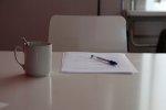 długopis i kartka na biurku