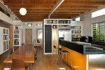 kuchnia z drewnianym sufitem