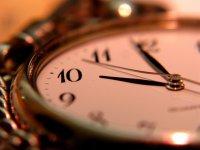 przykłady designerskich zegarów