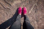 dziewczyna nosząca buty air max